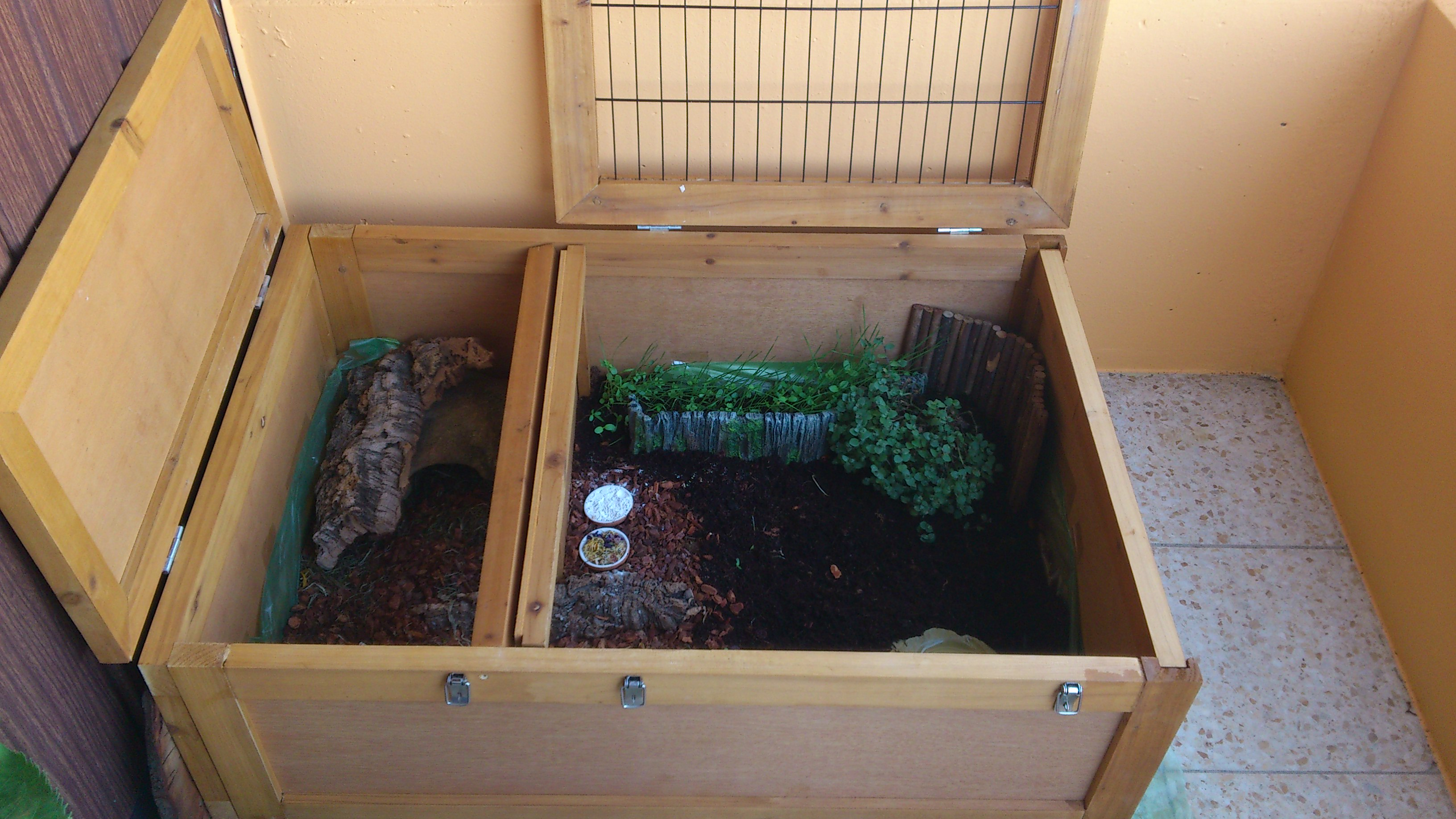 terratuga schildkr tenshop tortoise house schildkr tengehege f r innen und au en. Black Bedroom Furniture Sets. Home Design Ideas